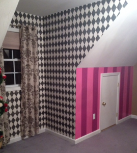 Checkered and Cheshire Cat striped wallpaper