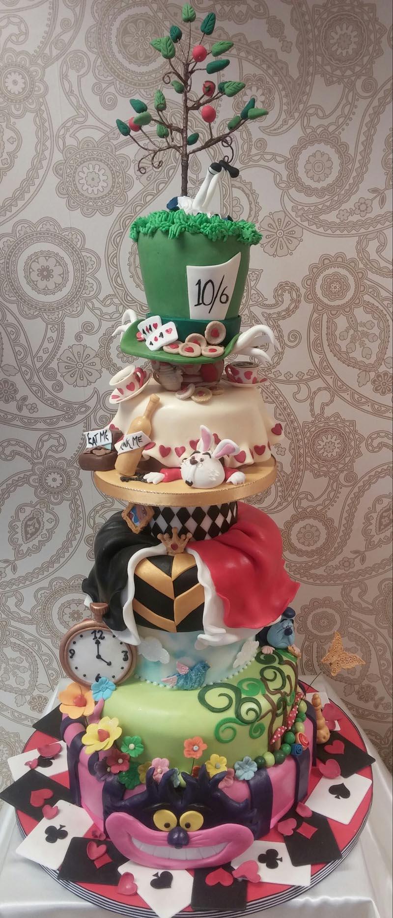 Gorgeous Alice in Wonderland cakes - Alice-in-Wonderland.net blog