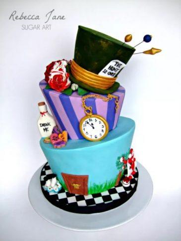 found on https://cakesdecor.com/cakes/197459-alice-in-wonderland-wedding-cake