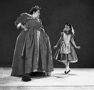 Actors playing Alice and the Queen of Hearts