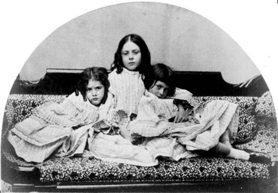 Alice with her sisters; Lorina and Edith